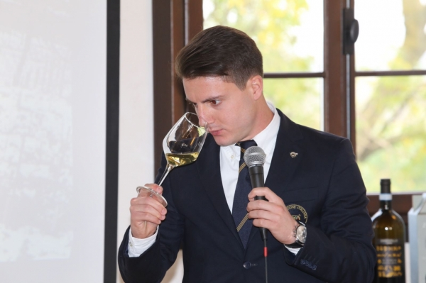 Sommelier o somelier: ma come si scrive?